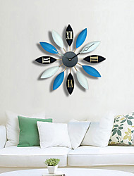 Moderne/Contemporain Famille Horloge murale,Rond Métal 58*5*58 Intérieur/Extérieur Horloge