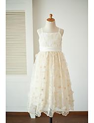 gaine / colonne longueur de thé robe de fille fleur - satin sans bretelles en dentelle sans bretelles avec arc (s) par thstylee