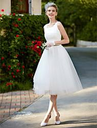 Uma linha de joelho quadrado laço vestido de casamento de renda com rendas