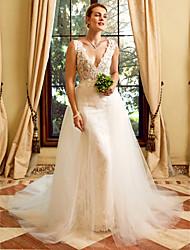 Fourreau / Colonne Encolure plongeante Traîne Chapelle Dentelle Tulle Robe de mariée avec Appliques par LAN TING BRIDE®