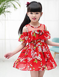 Menina de Vestido Floral