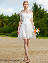 Robe de mariée en tulle court / mini-robe à épaule à la ligne avec appliques châles / rubans
