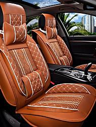 Le nouveau siège d'auto coussin en cuir assis couvrant quatre saisons de glace générale entouré par cinq sièges de voiture familiale