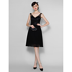 Lanting Bride® Knee-length Chiffon / Lace Bridesmaid Dress - A-line V-neck Plus Size / Petite with Lace