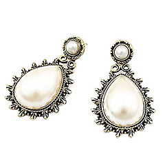 Double Roma Boutique Carved Retro Peach Heart Pearl Drop Earrings