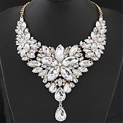 Dame Uttalelse Halskjeder store halskæder Blomsterformet Edelsten Harpiks Mote Europeisk Luksus Smykker ElegantGrå Rose Rød Lyseblå
