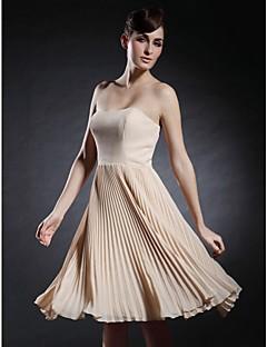 칵테일 파티 / 홈 커밍 드레스 - 짧은 A-라인 끈없는 스타일 / 스윗하트 무릎 길이 쉬폰 / 스트래치 새틴 와 주름