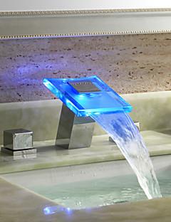 Moderne Udspredt LED / Vandfald with  Keramik Ventil To Håndtag tre huller for  Krom , Håndvasken vandhane