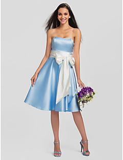 Lanting Bride® באורך  הברך סאטן / סאטן נמתח שמלה לשושבינה - גזרת A סטרפלס פלאס סייז (מידה גדולה) / פטיט עם