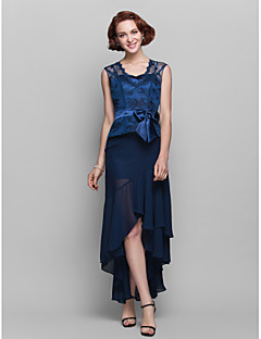 Sheath / Column Plus Size / Petite Mother of the Bride Dress Asymmetrical Sleeveless Chiffon / Lace with Bow(s)