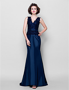 Trumpet/Mermaid Plus Sizes / Petite Mother of the Bride Dress - Dark Navy Sweep/Brush Train Sleeveless Taffeta / Lace
