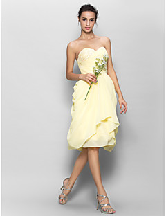 Lanting Bride® באורך  הברך שיפון שמלה לשושבינה - גזרת A מחשוף לב עם אפליקציות / בד נשפך בצד