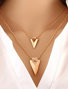 Femme Collier multi rangs Forme de Triangle Alliage Basique Mode Personnalisé Européen bijoux de fantaisie Bijoux Pour Occasion spéciale