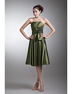 Lanting Bride® Knee-length Taffeta Bridesmaid Dress A-line Strapless with Flower(s) / Side Draping