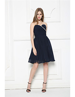 Knee-length Chiffon Bridesmaid Dress A-line Strapless with Beading / Side Draping