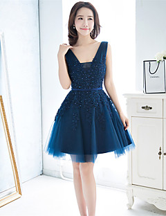 Short / Mini Lace / Tulle Bridesmaid Dress A-line V-neck with Beading / Sash / Ribbon