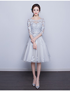 מסיבת קוקטייל שמלה גזרת A מחשוף עמוק באורך  הברך תחרה עם אפליקציות / תחרה
