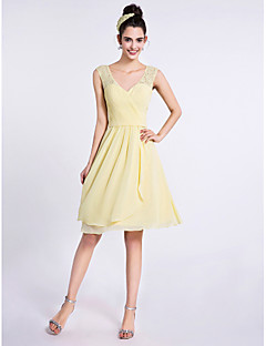 2017 lanting bride® knielange chiffon / kanten bruidsmeisje jurk - a-lijn v-hals met criss cross