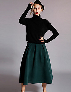 Newbefore Women's Solid Black / Green SkirtsSimple Knee-length