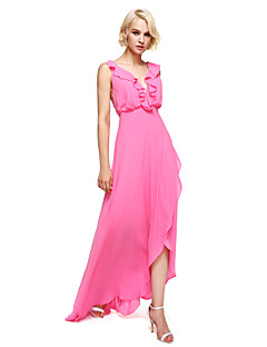 2017 Lanting Bride® Asymmetrical Georgette Elegant Bridesmaid Dress - Sheath / Column V-neck with Ruffles