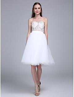 LAN TING BRIDE באורך  הברך מחשוף לב שמלה לשושבינה - שקוף ללא שרוולים טול