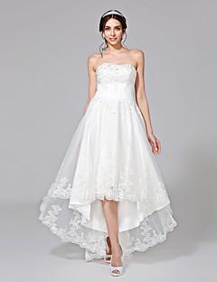 LAN TING BRIDE A-linje Bryllupskjole Små Hvite Kjoler Asymmetrisk Stroppeløs Tyll med Belte / bånd Appliqué Perlearbeid Knapp Ruched