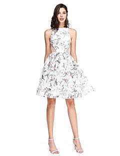 TS Couture Koktel zabava Matura Uredska zabava Haljina - Cvijetni print A-kroj Ovalni izrez Do koljena Til s Falte