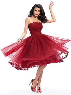 Knee-length Lace / Tulle Bridesmaid Dress A-line Strapless with Appliques / Lace / Pleats