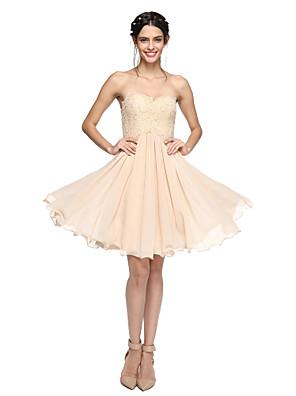 Lanting Bride® באורך  הברך שיפון / תחרה נשרך שמלה לשושבינה - גזרת A מחשוף לב עם חרוזים / קפלים