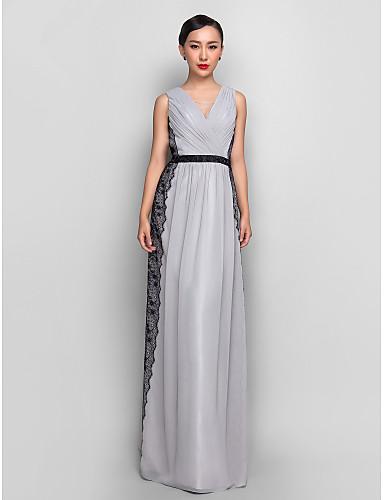 Vestido de festa cinza de Naomi Watts