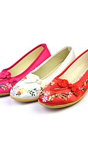 Satin avec la fleur de danse Chaussures pour femmes Ballroom chaussures d'appartements (plus de couleurs)
