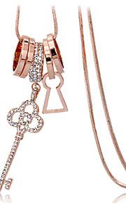 Modische Halsketten Anhängerketten Schmuck Aleación / Strass / versilbert / vergoldet Hochzeit / Party / Alltag / NormalSchwarz / Silber