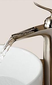 Moderni Integroitu Vesiputous with  Keraaminen venttiili Yksi kahva yksi reikä for  Nickel Brushed , Kylpyhuone Sink hana