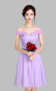 Knee-length Chiffon / Satin Bridesmaid Dress A-line Off-the-shoulder with Bow(s) / Embroidery