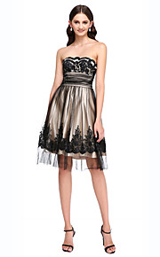 Knee-length Lace / Tulle Bridesmaid Dress - Elegant A-line Strapless with Beading / Lace / Sash / Ribbon / Ruching