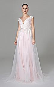 Lanting Bride® Trapèze Robe de Mariage  - Chic & Moderne Dos ouvert Traîne Brosse Col en V Dentelle Tulle avecAppliques Noeud Ceinture /