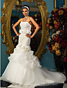 Fit & Flare Petite / Plus Sizes Wedding Dress - Classic & Timeless / Elegant & Luxurious Court Train Strapless Organza / Tulle with
