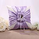 lila cvjetni dizajn satenski jastuk vjenčani prsten