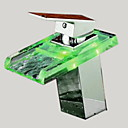 現代風 センターセット LED / 滝状吐水タイプ / 引出式スプレー with  セラミックバルブ シングルハンドルつの穴 for  クロム , バスルームのシンクの蛇口